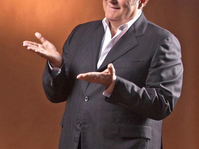 Sarà Gerry Scotti a presentare il Concerto di Natale di Canale 5