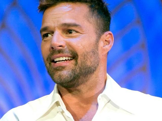 C'è Posta Per Te, Ricky Martin fa una sorpresa a due sorelle e parla della sua paternità