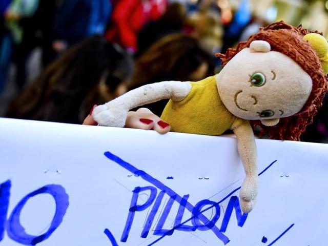 """Per Bonetti il ddl Pillon """"resterà nel cassetto"""", ma la battaglia delle donne continua"""