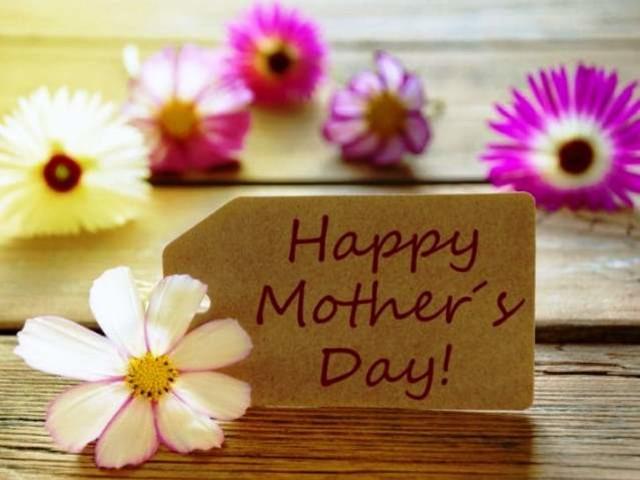 Buona Festa della Mamma 2021 al tempo del Coronavirus: le FRASI più belle per gli auguri su Facebook e WhatsApp