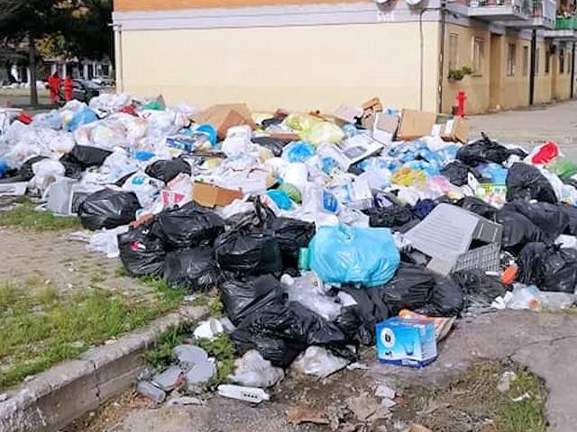 Emergenza rifiuti, si tornerà a conferire nelle discariche fino alla chiusura tombale