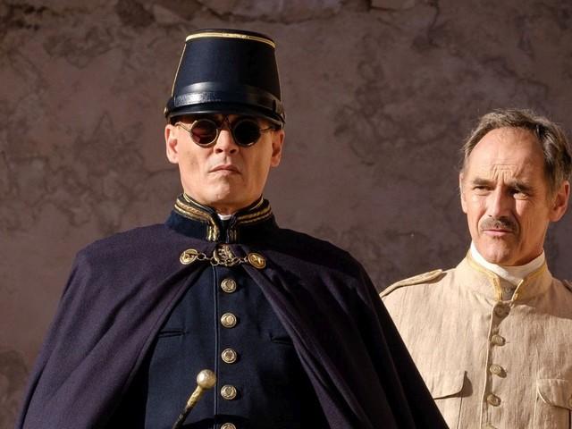 Waiting for the Barbarians, la recensione del film con Johnny Depp