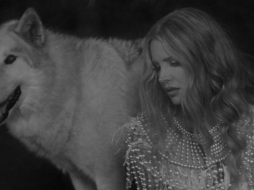 """Lana Del Rey ha pubblicato il video di """"Chemtrails Over The Country Club"""", title track del nuovo album"""