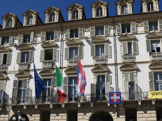 Piemonte, promozioni e aumenti al 30% dei dipendenti due mesi prima del voto: 'Piazzate persone fedeli in posti strategici'