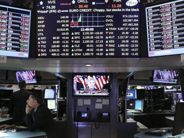 Borsa, Moody's taglia il rating su Hong Kong a 'Aa3': azionario in rosso