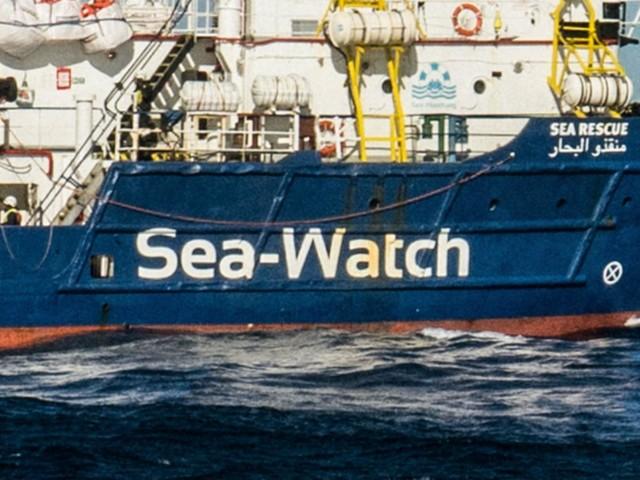 """Sea Watch: """"Bloccati da 142 giorni, governo osserva morti dall'alto"""""""