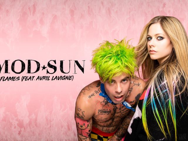 Flames, Avril Lavigne con MOD SUN: è uscito il video ufficiale (testo)