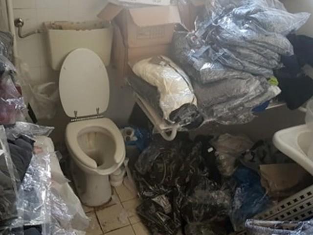 Multato un negozio cinese di viale Vittorio Veneto: merce anche in bagno