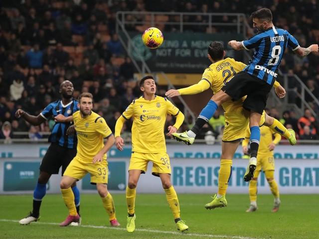 L'Inter vince 2-1 contro il Verona e si prende la vetta della classifica