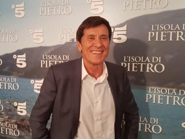 Gianni Morandi a DM: «L'Isola di Pietro è una storia che mi sento addosso. Baglioni a Sanremo? Una grande scelta» – Video