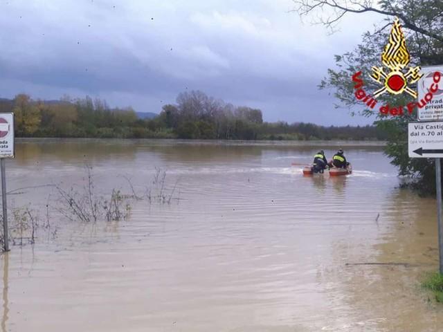 Maltempo, allarme fiumi in Emilia e in Toscana ma l'Arno non fa più paura