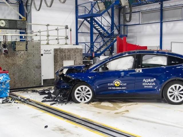 Crash test EuroNCAP, maxi tornata di Natale: sotto esame le elettriche Model X e Taycan