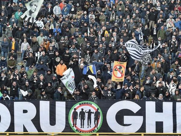 Inchiesta Last Banner, ultrà Juve contro Bernardeschi: 'I giocatori devono capire chi comanda'