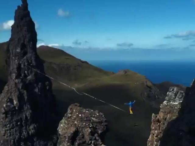 Scozia, l'avventura in slackline diventa un «corto» - Video