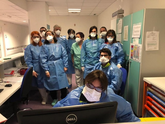 Coronavirus, tributo a medici e infermieri dell'ospedale di Monselice: 'Ecco i nostri eroi'