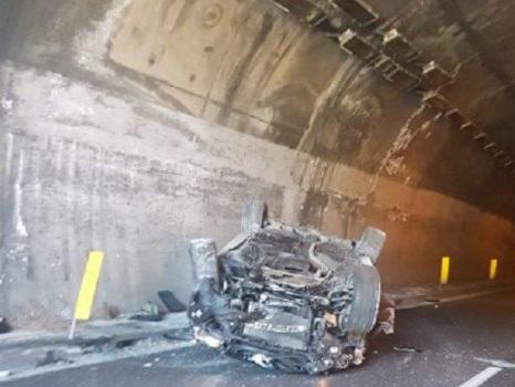 Incidente a Gioiosa Marea, perde il controllo dell'auto e si ribalta sulla Palermo-Messina: grave un uomo