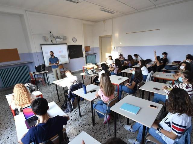 I genitori anti-Dad di Trieste: «Le lezioni in classe sono un diritto da tutelare. La politica non ignori i bisogni dei più giovani»