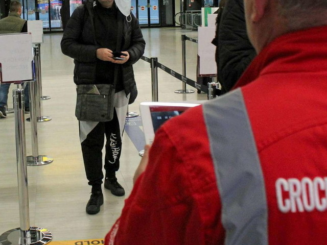 Coronavirus, primo italiano trovato positivo: è uno dei 56 connazionali rimpatriati da Wuhan