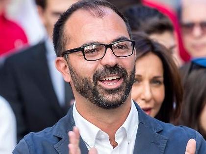 """Lorenzo Fioramonti, il ministro M5s vuole la """"tassa sul caviale"""" e la lattuga nei distributori automatici"""