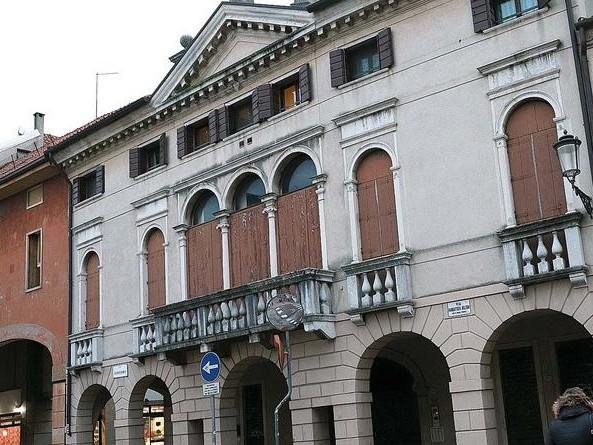 Padova. La Regione vende immobili per 5 milioni. All'asta anche l'edificio occupato