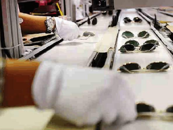 Luxottica: nuove telecamere contro furti e intrusioni Malcontento tra gli operai