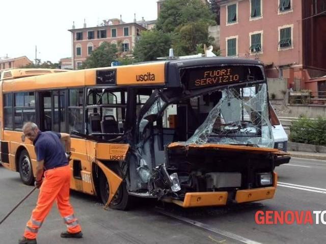 In 4 anni a Genova +28,8% di incidenti stradali con bus coinvolti