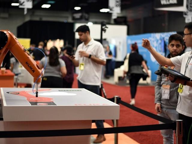 """""""Troppo faticosa e poco creativa"""". L'industria meccanica sposa il digitale per far breccia tra i giovani"""
