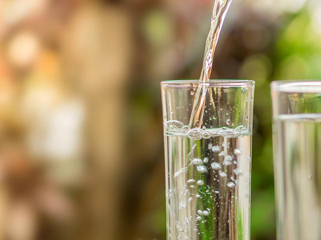 L'acqua come il vino, 7 consigli dell'idrosommelier per degustazione e abbinamenti perfetti