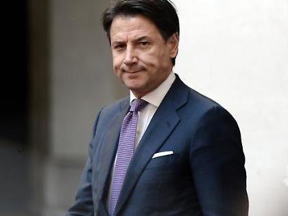 """Giuseppe Conte, il retroscena: """"Non facciamoci ricattare. Affrontiamo Renzi a viso aperto"""""""