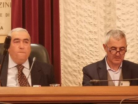 «Consiglio comunale all´aperto, non tra pochi»