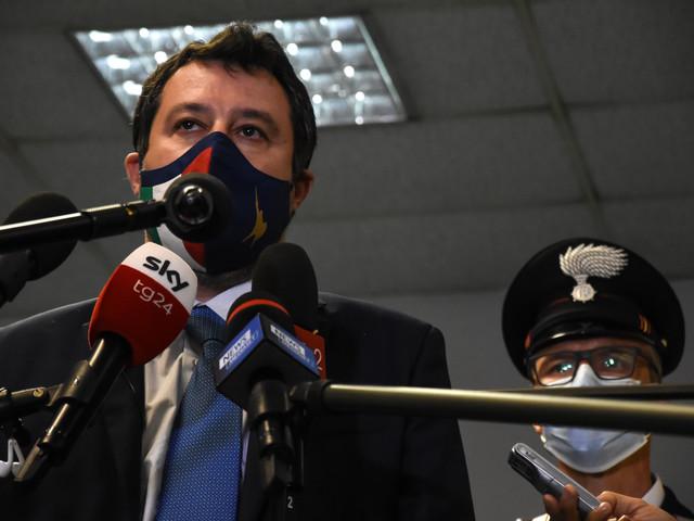 """""""Un ministro ha scritto un libro..."""". così Salvini ha asfaltato Speranza"""