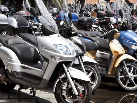 Decreto fisco, arriva l'Rc auto familiare: si paga il premio con la classe migliore, anche sulle moto