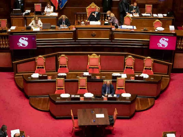 Parlamento, cambio casacca rende: ogni transfuga porta 56mila euro al Gruppo. Il Misto è il quarto partito