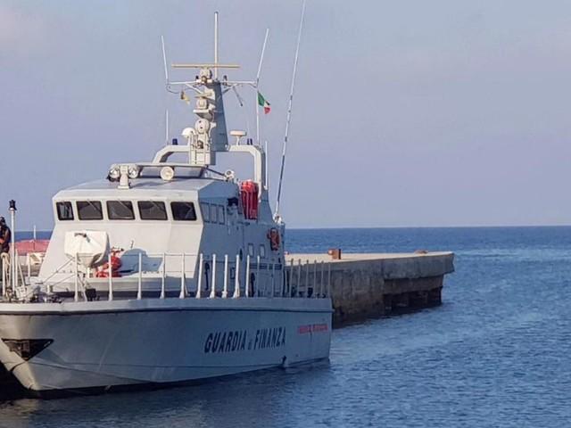 """Sea Watch, il gip libera Carola Rackete: """"Ha agito in adempimento di un dovere. E quella della Gdf non è nave da guerra"""""""