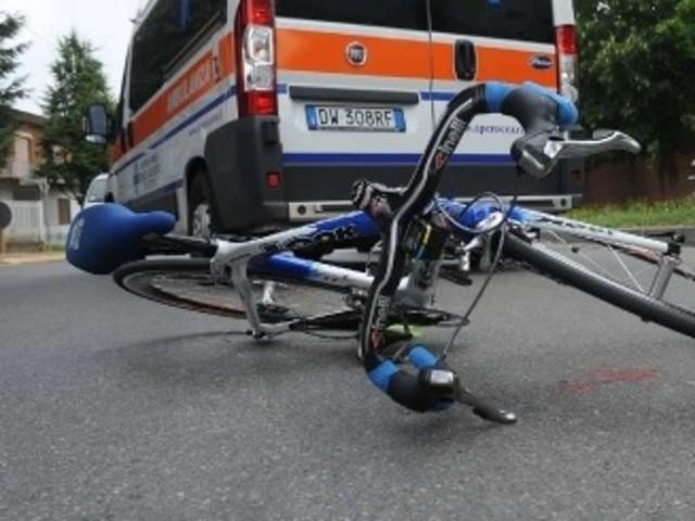 Roma, ciclista in gravi condizioni: scontro auto bici sulla Salaria
