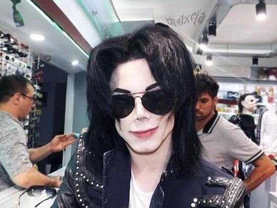 Leo Blanco, chi è il sosia di Michael Jackson ospite di Live - Non è la d'Urso