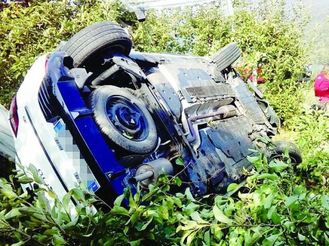 Cavedine: esce di strada e l'auto si ribalta in un meleto ferita una 32enne