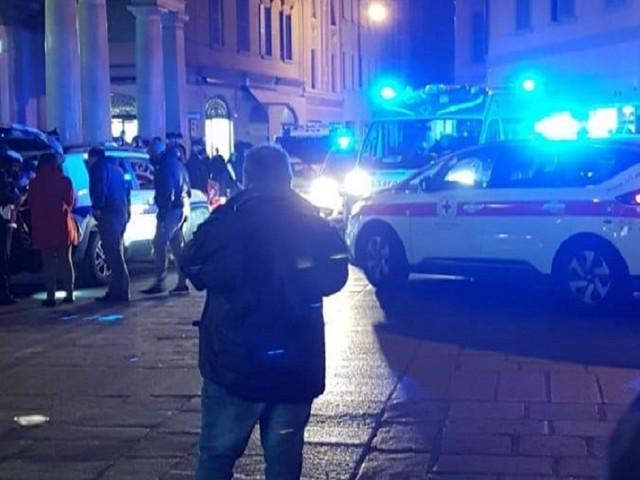 Spari tra la folla nel cuore della città. 4 feriti, gravissimo un 17enne