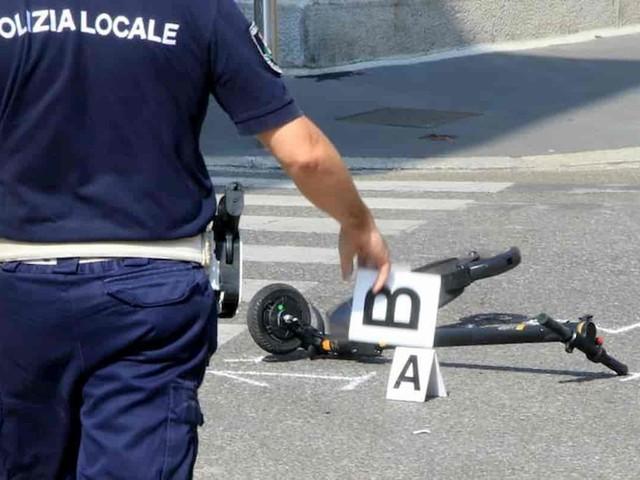 Monopattini Milano, 2 incidenti in poche ore. E lotta al parcheggio selvaggio