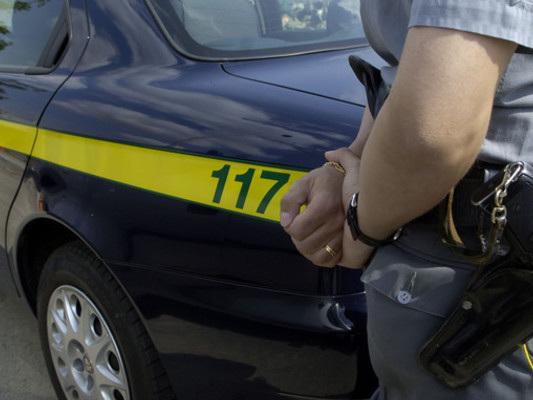 """Denunciati in Calabria 237 """"furbetti"""" del reddito di cittadinanza. Uno ha una Ferrari"""