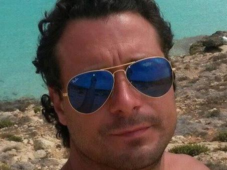 In moto contro due auto: Giulio, 37 anni, muore a poche ore dall'incidente