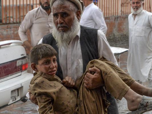 Afghanistan: esplosione in una moschea, almeno 62 morti
