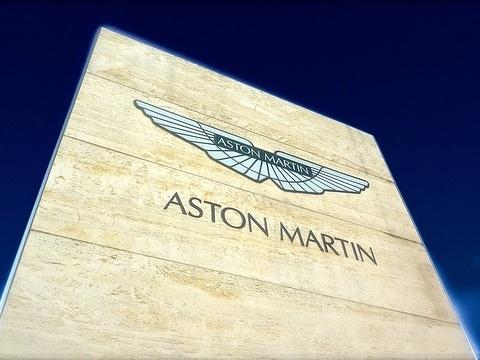 Aston Martin dirà addio al cambio manuale