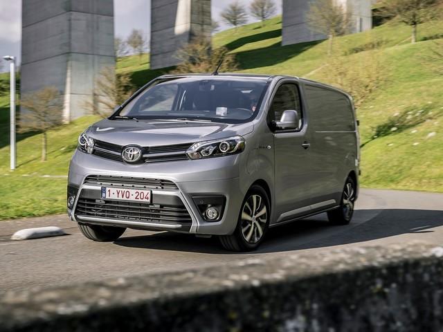 Toyota Proace, il furgone diventa elettrico: sino a 330 km di autonomia