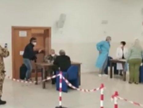 """Vaccini a Lampedusa, l'obiettivo: """"Isole Covid free prima dell'estate"""""""