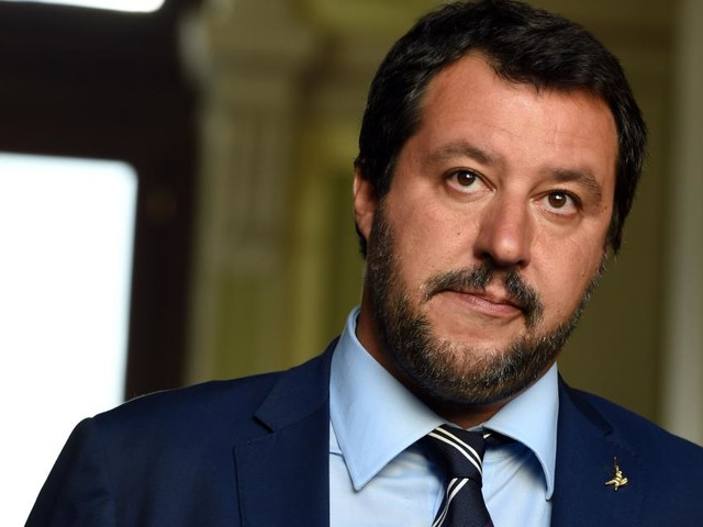 Pensioni, Salvini: 'Se vogliono tornare alla Fornero chiederemo una mano agli italiani'