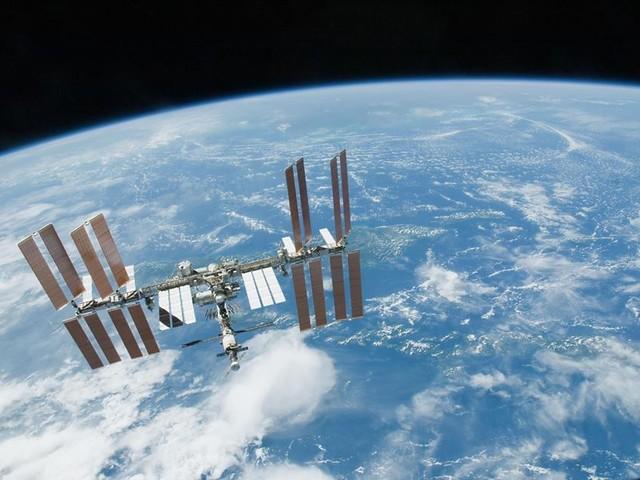 Donald Trump rilancia l'esplorazione spaziale: prima la Luna poi Marte