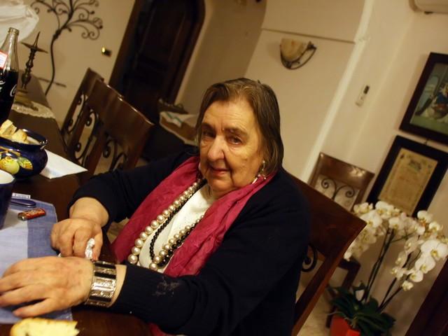 Dieci anni fa moriva la poetessa Alda Merini: la sua eredità e la sua avventurosa carriera
