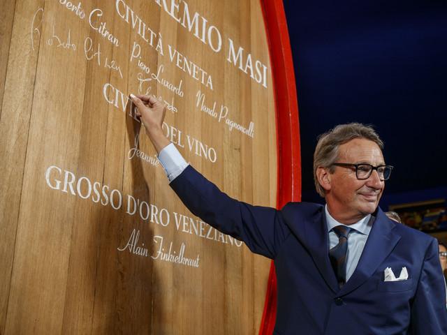 """""""Il Campiello? Dipende dall'annata, come il vino Io bevo romanzi storici"""""""