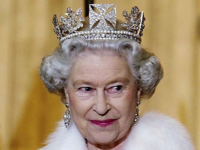 Regina Elisabetta, il vizio segreto: quando lo vede perde il controllo